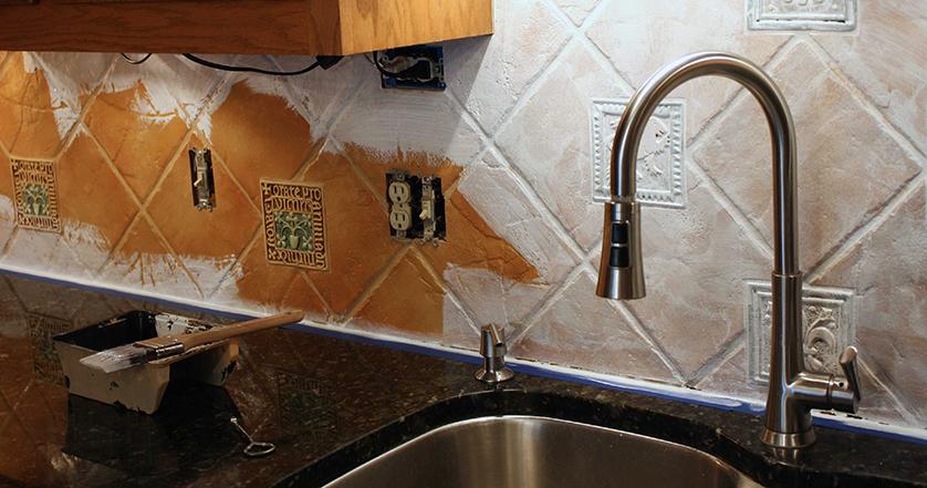 Így újítsa fel megkopott csempéit költséghatékonyan-bontás nélkül! - bontás nélküli csempe felújítás beltéri falfestékkel