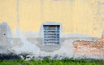 A régi falfesték leszedésének módszerei.