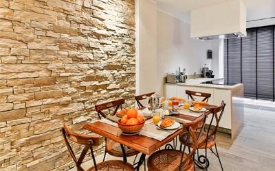 A falpanel kiváló kiegészítése lehet egy jól megválasztott beltéri falfestéknek.