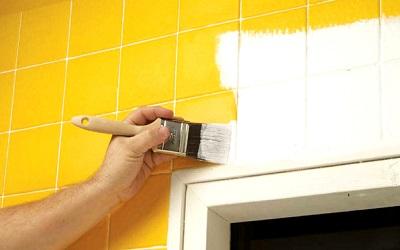 öltöztessük új színekbe a lakás csempéit beltéri falfesték segítségével